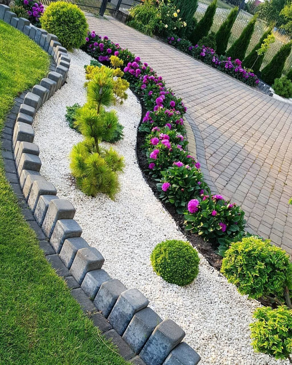 Beautiful Garden Design Ideas That You Should Try Now 33