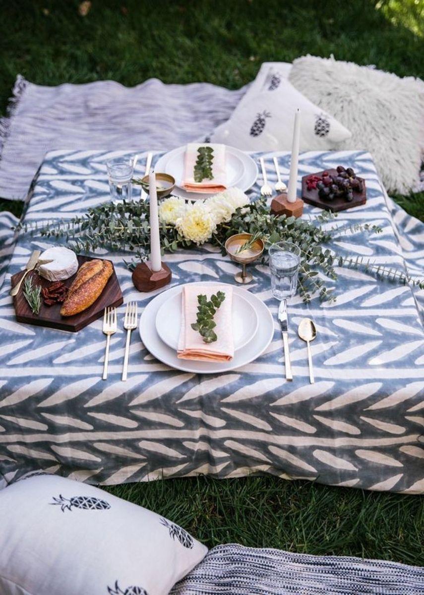 Inspiring Romantic Dining Table Decor Ideas 08