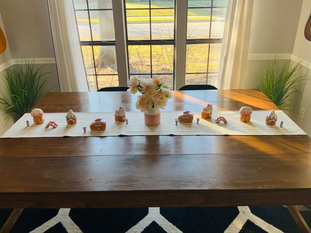 Inspiring Romantic Dining Table Decor Ideas 18