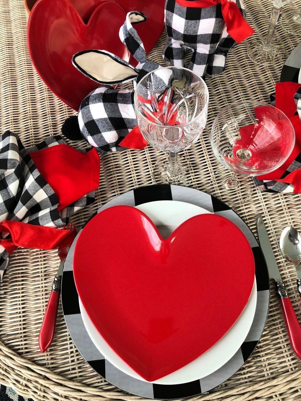 Inspiring Romantic Dining Table Decor Ideas 21