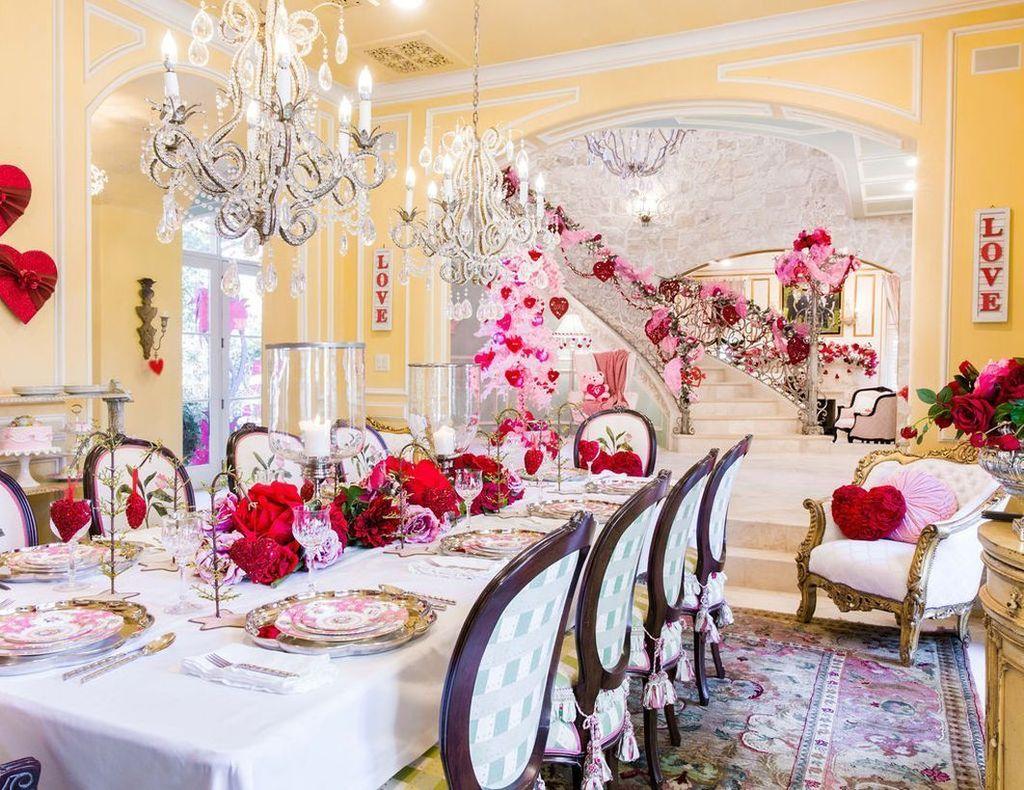 Inspiring Romantic Dining Table Decor Ideas 33