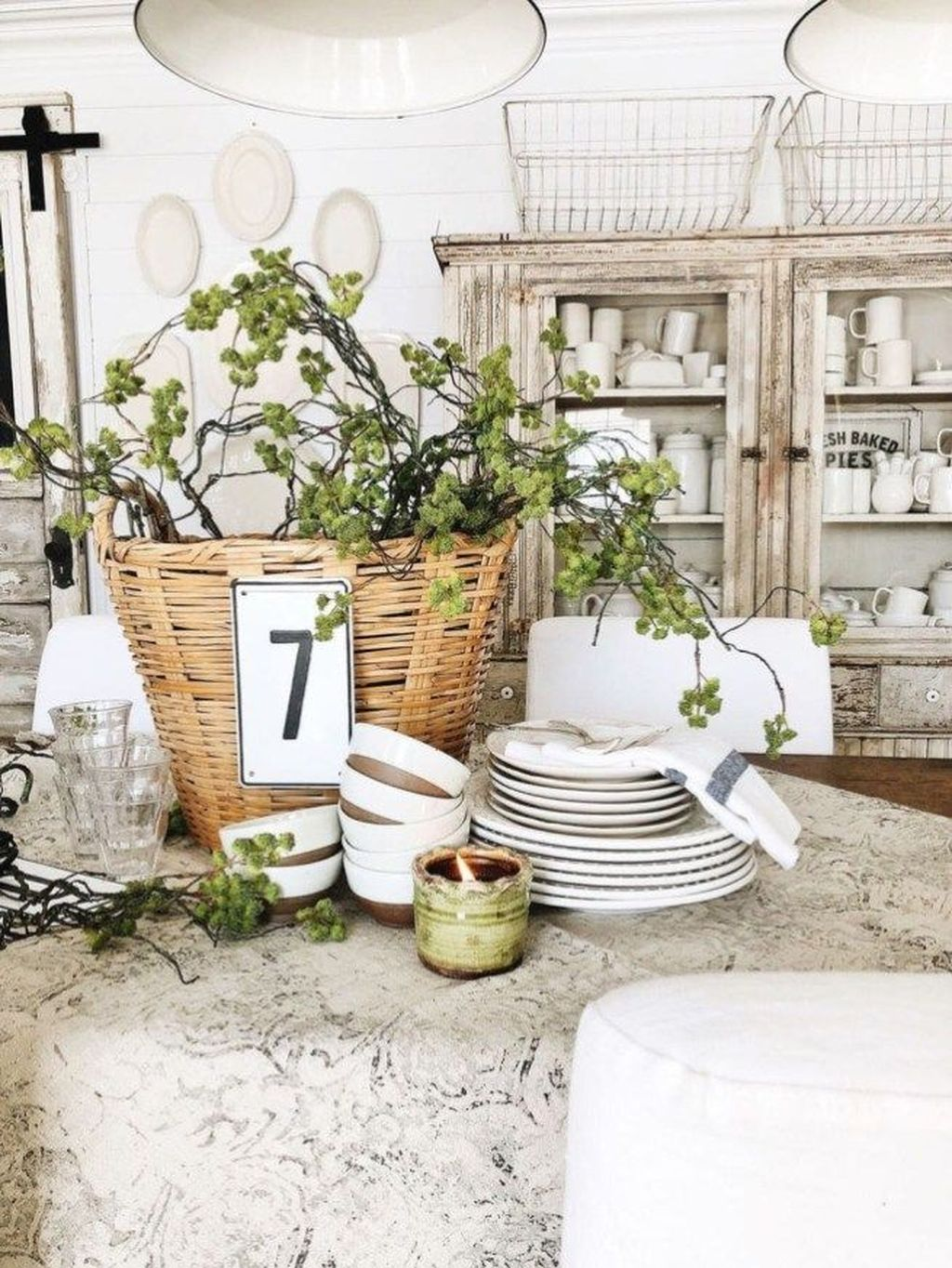 Awesome Spring Table Centerpieces With Farmhouse Style 20