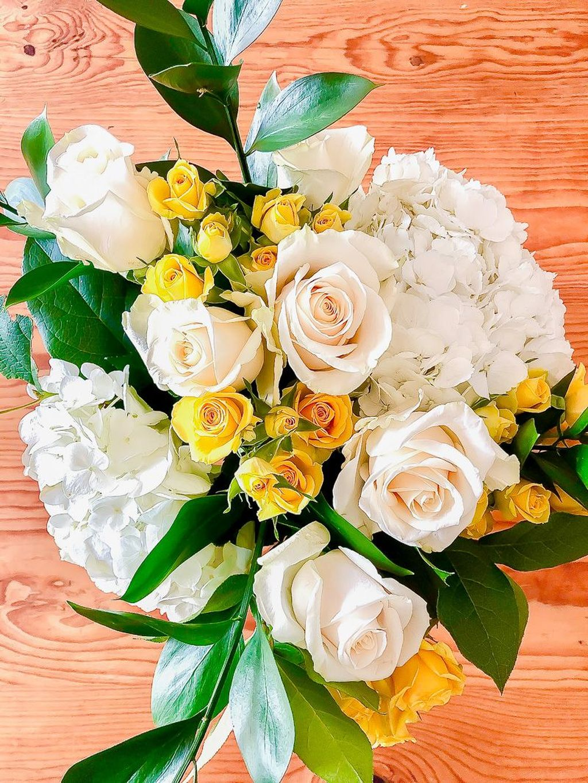 Beautiful Spring Floral Arrangements For Home Decoration 12