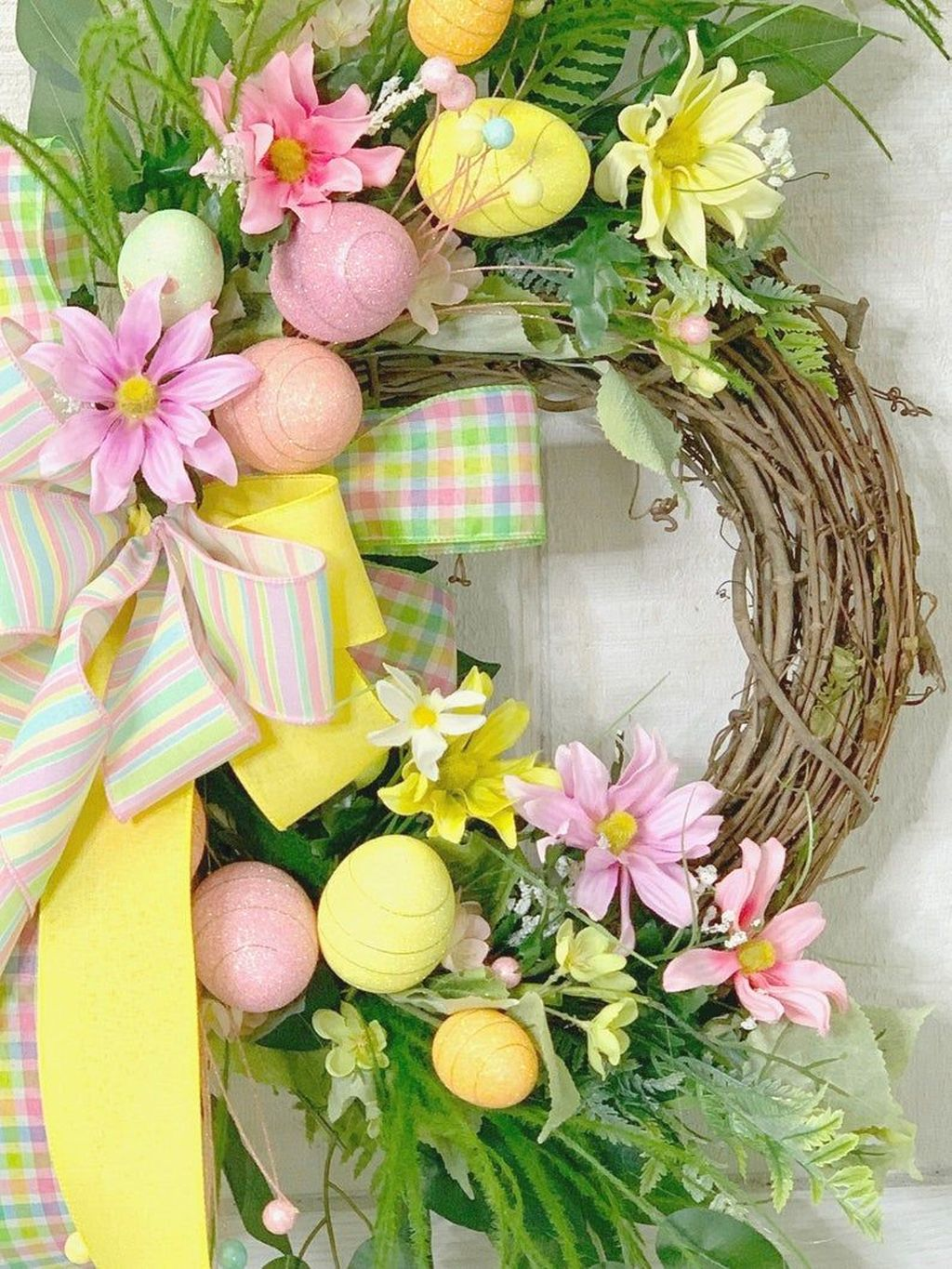Beautiful Spring Floral Arrangements For Home Decoration 24