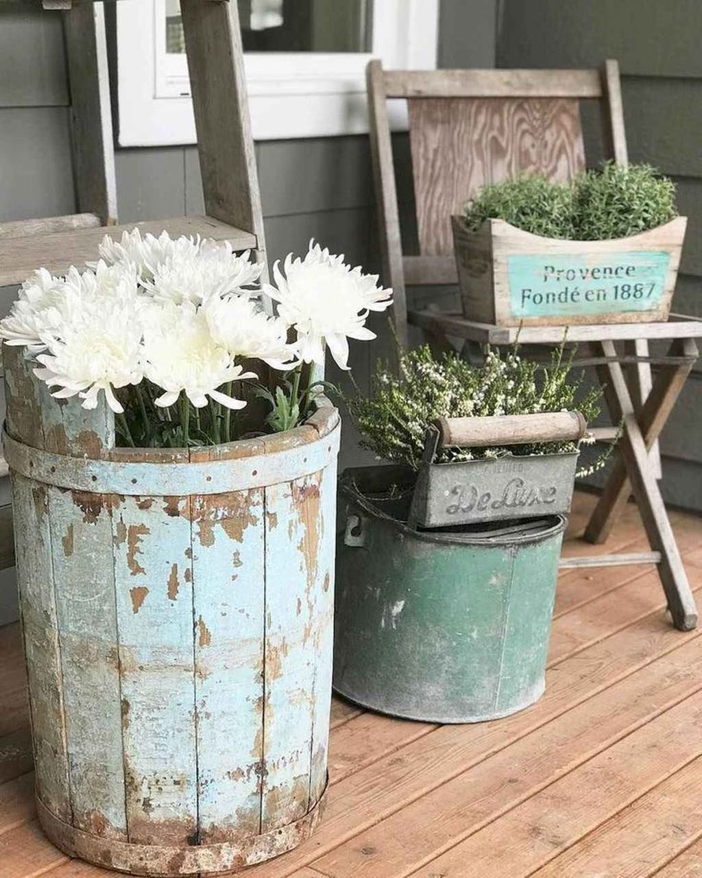 Fascinating Spring Porch Decor Ideas With Farmhouse Style 11