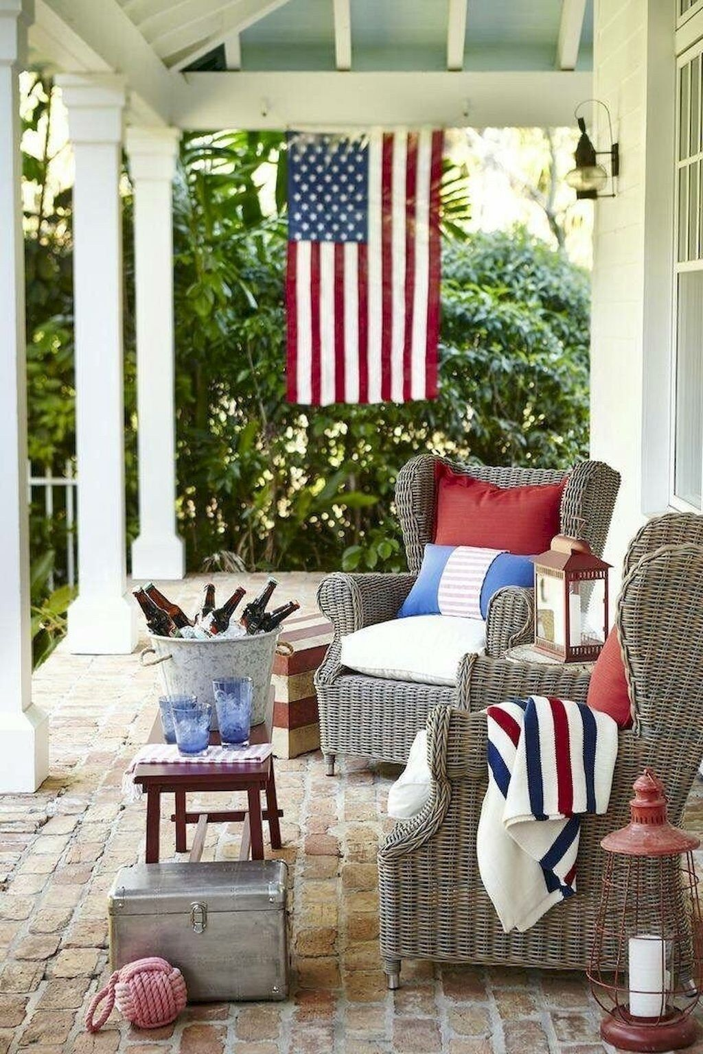 Fascinating Spring Porch Decor Ideas With Farmhouse Style 13