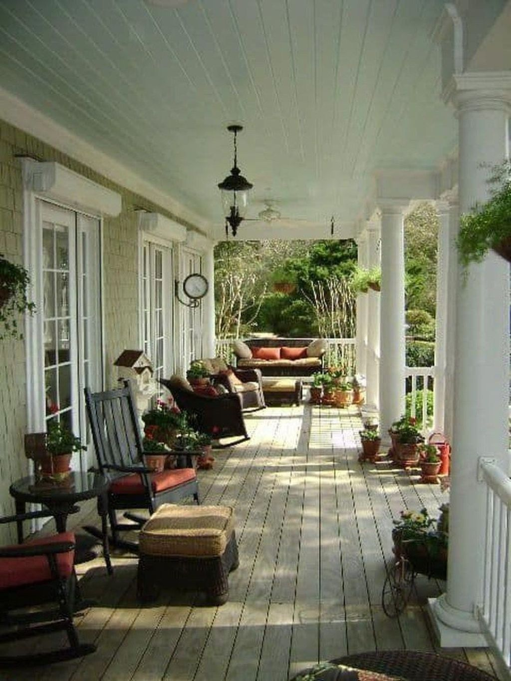 Fascinating Spring Porch Decor Ideas With Farmhouse Style 14