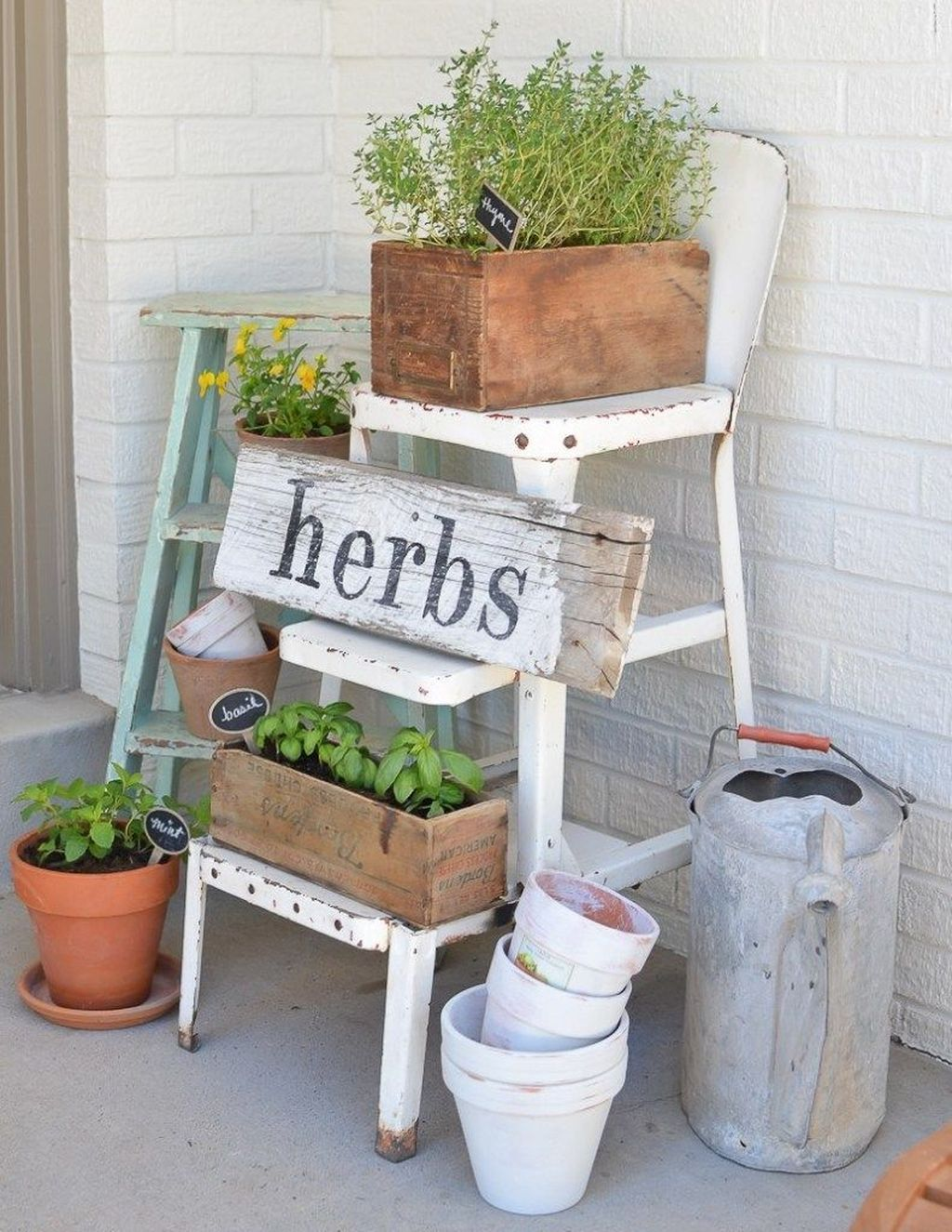 Fascinating Spring Porch Decor Ideas With Farmhouse Style 23