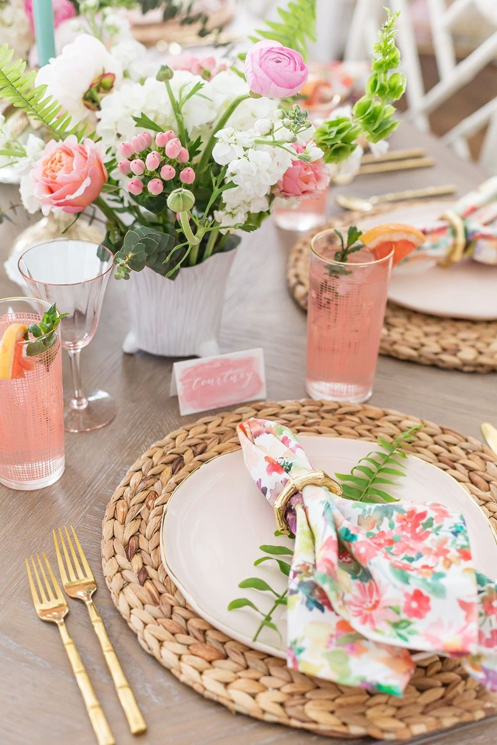 Inspiring Spring Table Centerpieces Best For Dining Room 03