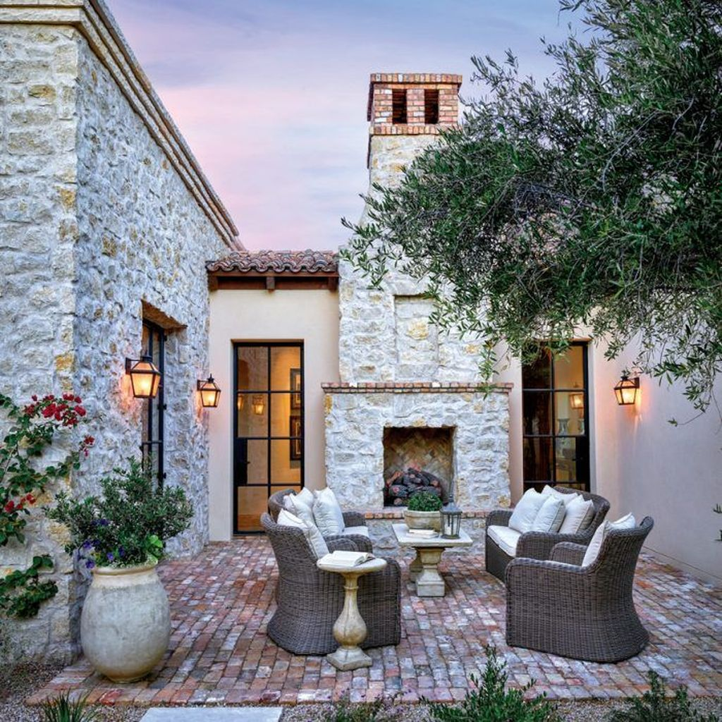 Popular Mediterranean Decor To Beautify Your Home 09