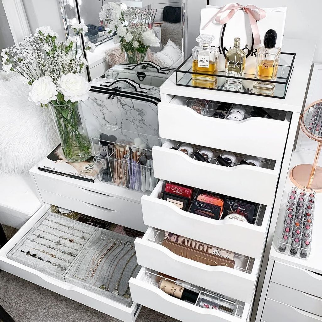 Stunning Bedroom Storage Ideas 28