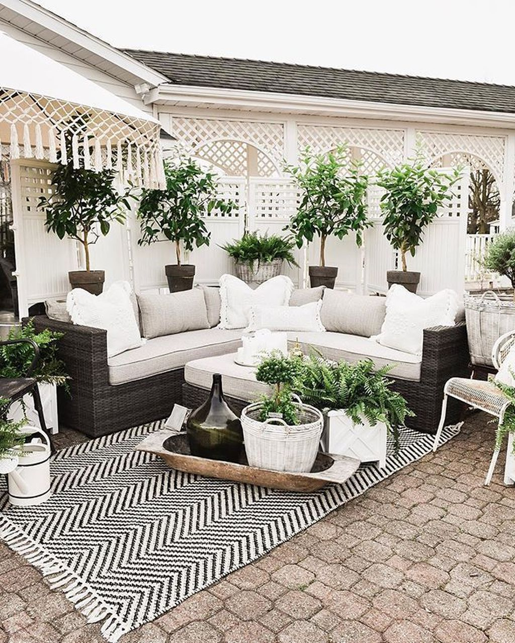 Fascinating Summer Patio Ideas To Beautify Your Garden 01