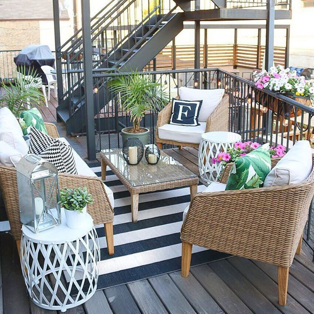 Fascinating Summer Patio Ideas To Beautify Your Garden 34