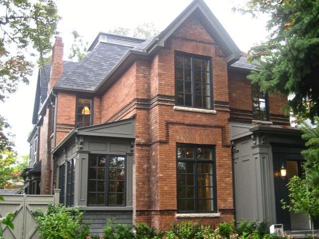 Impressive Brick House Exterior Design Ideas That You Definitely Like 09