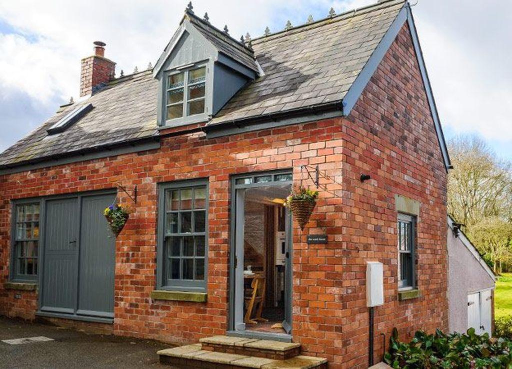 Impressive Brick House Exterior Design Ideas That You Definitely Like 17