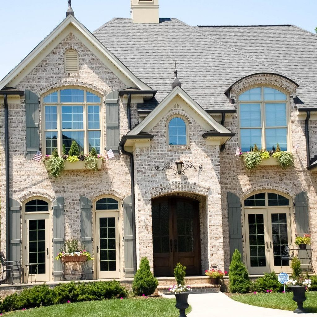Impressive Brick House Exterior Design Ideas That You Definitely Like 28