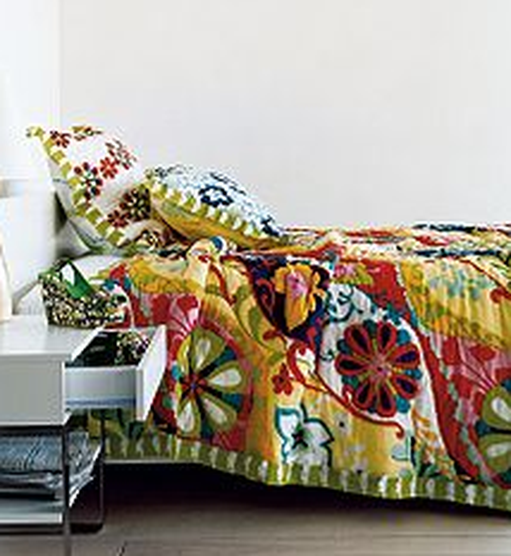 Popular Summer Bedding Ideas To Beautify Your Bedroom 22