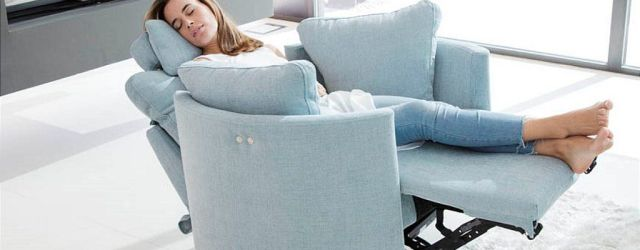 Living Room Chairs Recliners