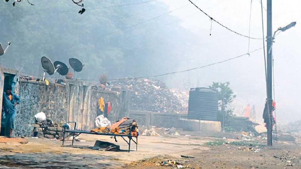 वल्लभनगरमध्ये कच-यांच्या धुराने नागरिक हैराण