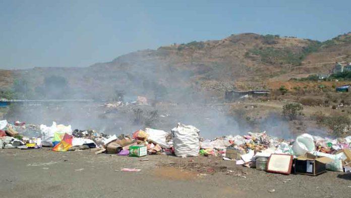 येरवड्यात मोकळ्या मैदानातील कचरा पेटला