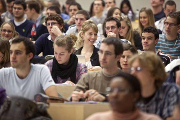 अमेरिकेत 2 लाखांपेक्षा अधिक भारतीय विद्यार्थी