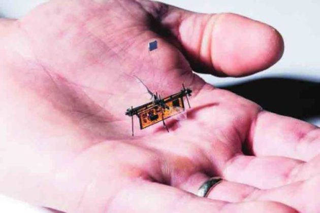 जगातील पहिल्या वायरलेस, उडणाऱ्या रोबोचा योगेश चुकेवाड यांनी लावला शोध