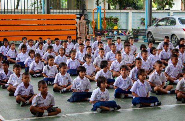 महापालिका शाळांत मुलांना गणवेश देण्यास ऑगस्ट उजाडणार