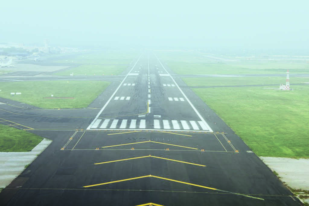 इंग्लंडमधून भारतात येणाऱ्या विमानांवर प्रतिबंध- Ministry of Civil Aviation