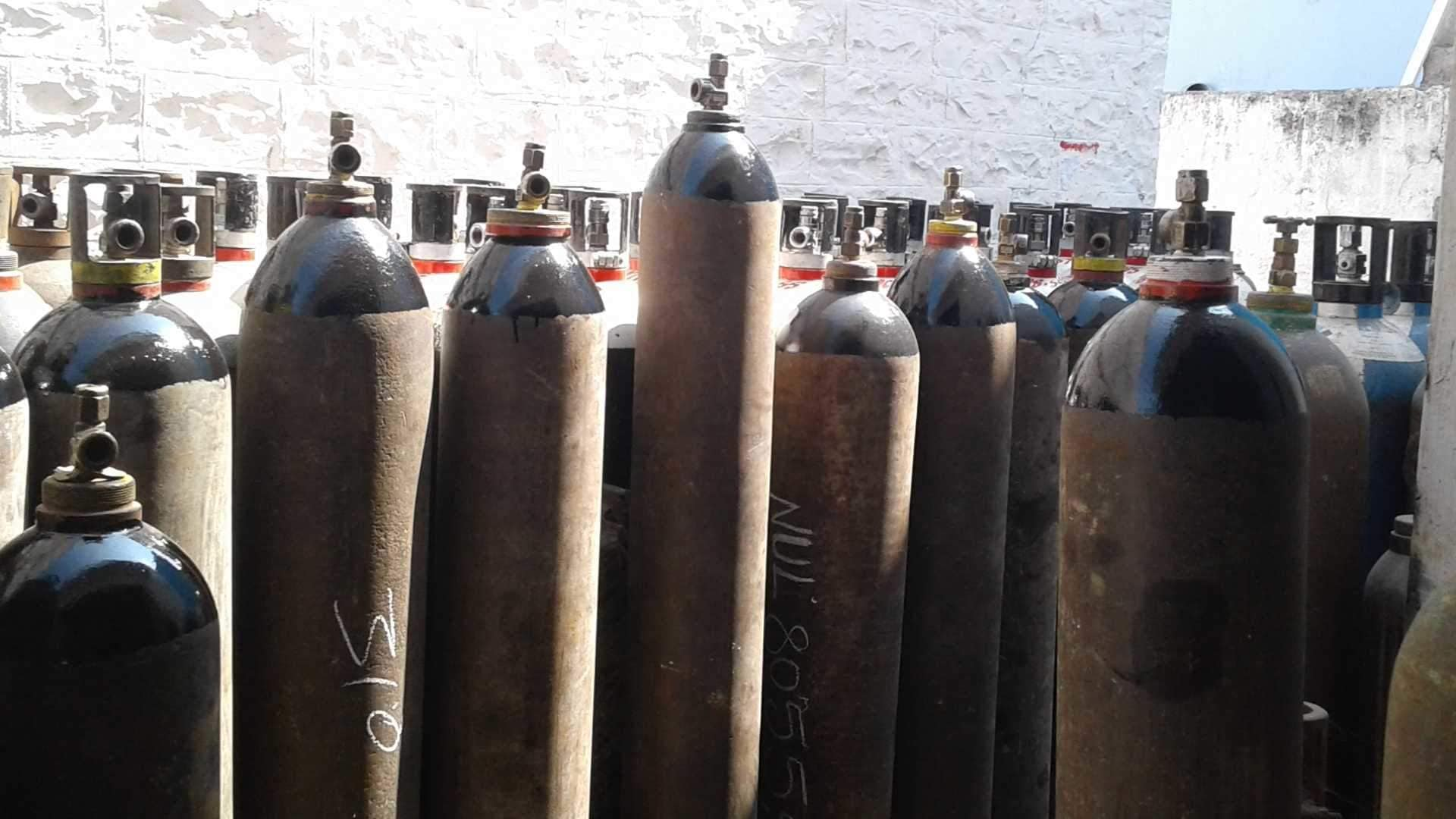 मोठा निर्णय! औद्योगिक वापरासाठी ऑक्सिजनचा पुरवठा करण्यावर केंद्र सरकारकडून बंदी