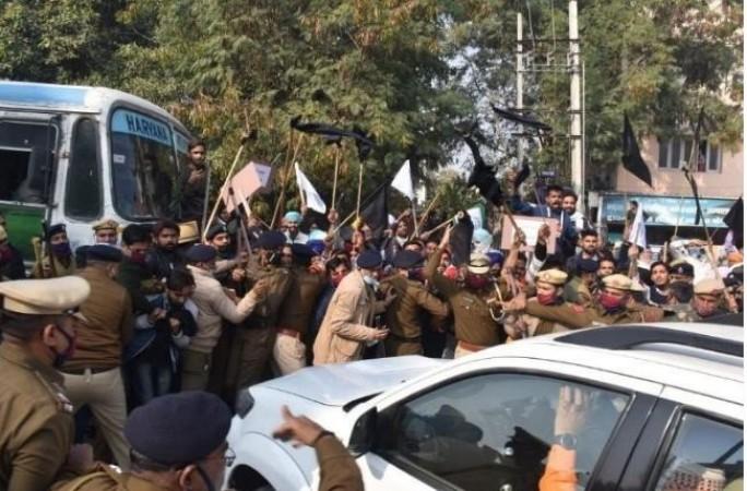 दिल्लीतील आंदोलक शेतकऱ्यांवर हत्येच्या प्रयत्नाचा गुन्हा दाखल