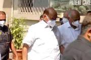 मोदी पाठोपाठ शरद पवारांनीही घेतली कोरोना लस ,महाराष्ट्रातील पहिले राजकीय नेते