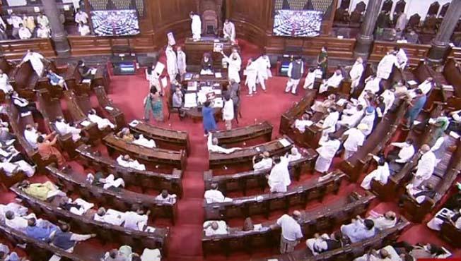 संसदेत गदारोळ : लोकसभेत विरोधकांनी कागदपत्रे फाडून भिरकावली