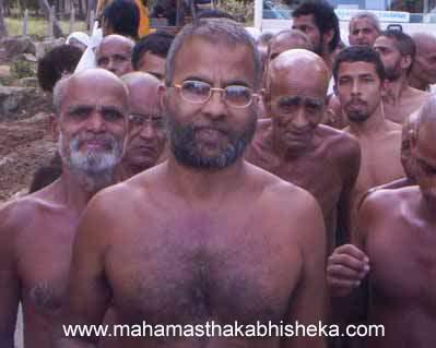 Acharya Muni 108 Sri Viragsagarji Maharaj and His Sangh.