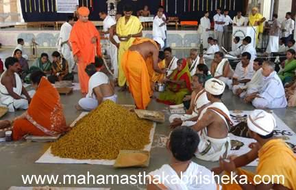 His Holiness Swasti Sri Charukeerthiji inspecting the work.