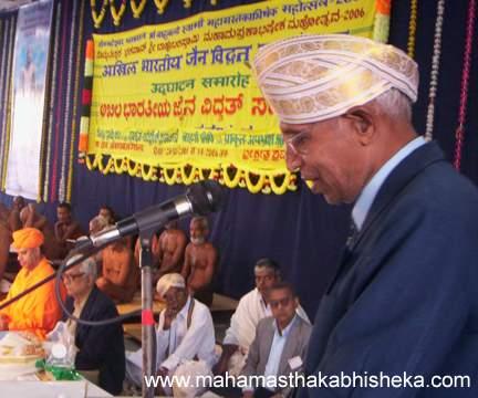 Jain scholar Dr.Rameshchand Jain of Uttar Pradesh speaking during the Vidwat Sammelan on 1st Jan 2006.