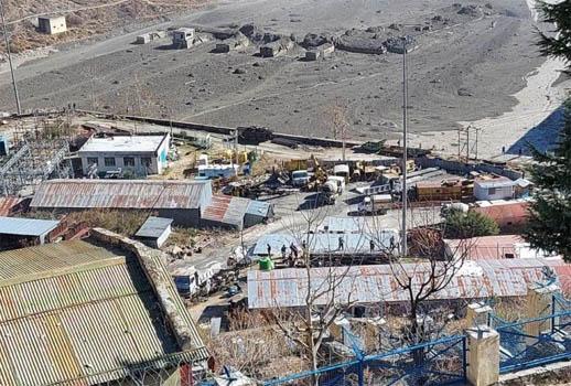 उत्तराखंड के चमोली में ग्लेशियर फटा, हरिद्वार पर मंडराया खतरा, कई लोग हुए लापता