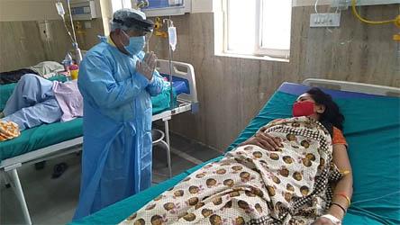 आप नेता दीपक बाली ने सरकारी अस्पताल के कोविड वार्ड में जाकर जाना मरीजों का हाल