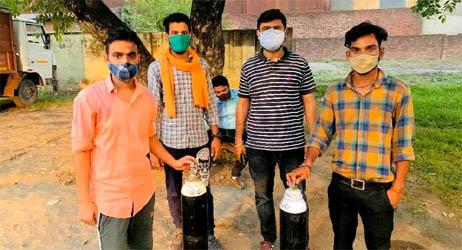 काशीपुर में निःशुल्क ऑक्सीजन गैस सिलेंडर मुहैया करा रहे हैं राहुल-आकाश व उनकी टीम