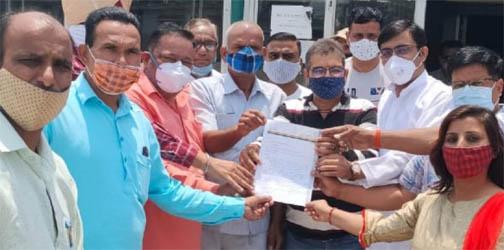 भाजपाईयों ने की राष्ट्रपति शासन लगाकर टीएमसी पर कार्यवाही करने की मांग