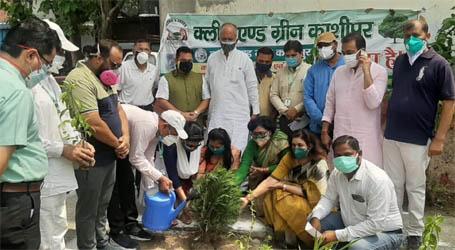 विश्व पर्यावरण दिवस पर क्लीन एंड ग्रीन ने शहीद वाटिका में किया वृक्षारोपण