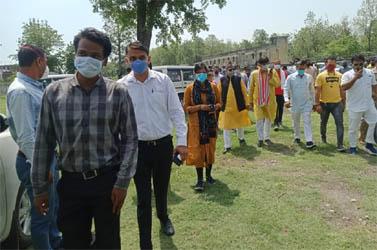 सांसद अजय भट्ट ने किया जनता उच्चतर माध्यमिक विद्यालय में वैक्सीनेशन सेंटर का शुभारंभ