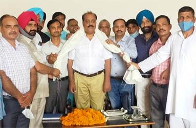 जसपुर : नूरी मस्जिद के पास कै. अब्दुल हफीज के निवास पर सम्मानित हुए डॉ. सिंघल