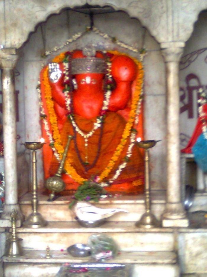 lord-ganapathi-at-varanasi-streets-varanasi-india+1152_12921578726-tpfil02aw-566