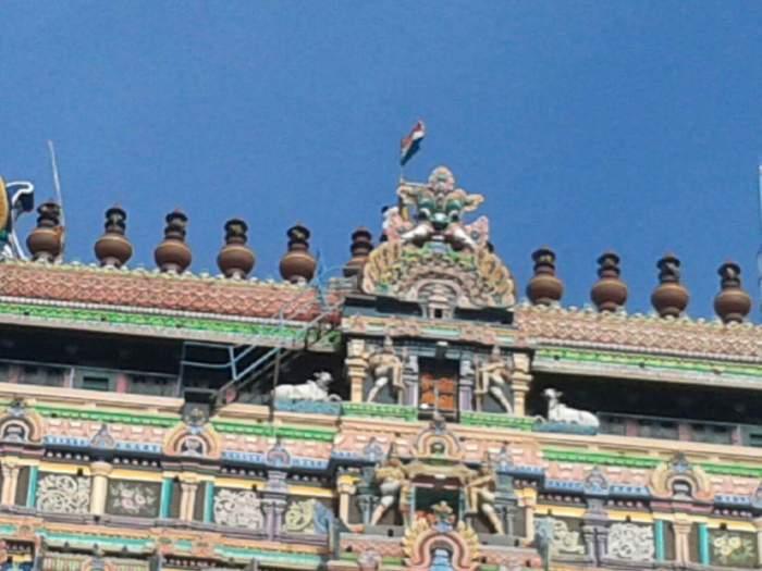 Chidambaram_gopuram_flag