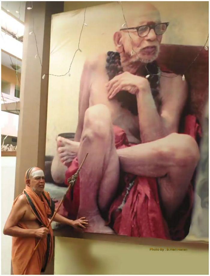 pudhu-periyava-touching-mahaperiyava-poster