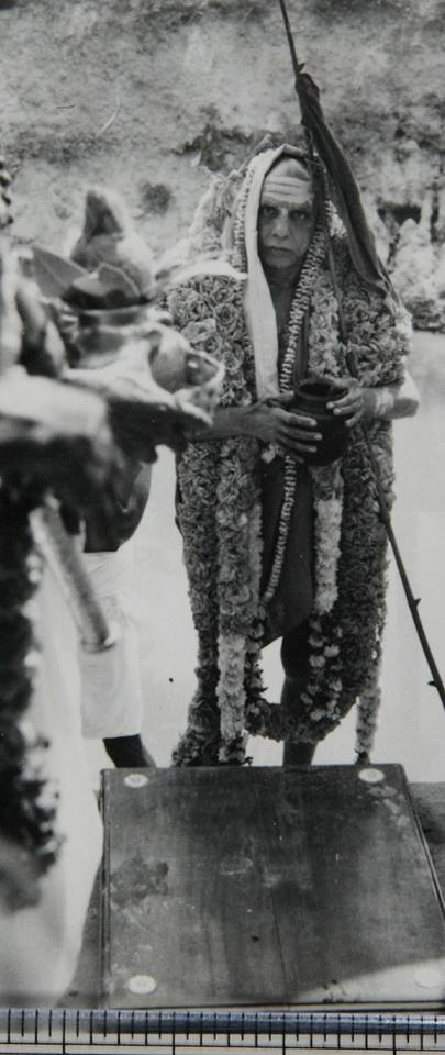 Periyava-with-garland