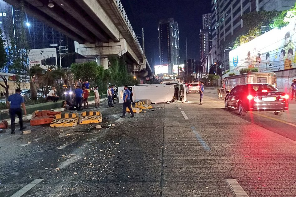 EDSA barriers up to standard, rogues to blame for crashes: DOTr