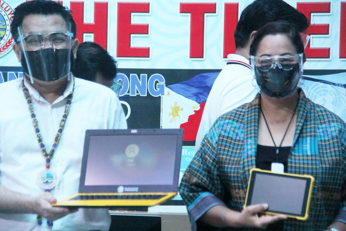 Mandaluyong distributes P5.57M worth of laptops, tablets to city's schoolchildren