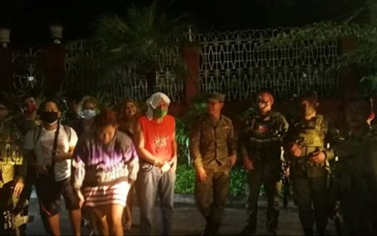 Soldiers rescue family of 5 trapped in Cainta floods