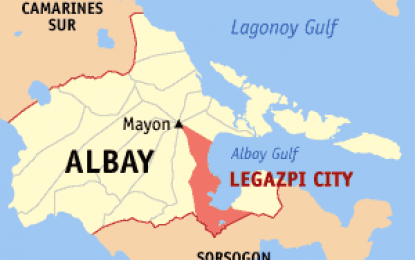 14 health workers, 2 others rescued from capsized boat in Albay
